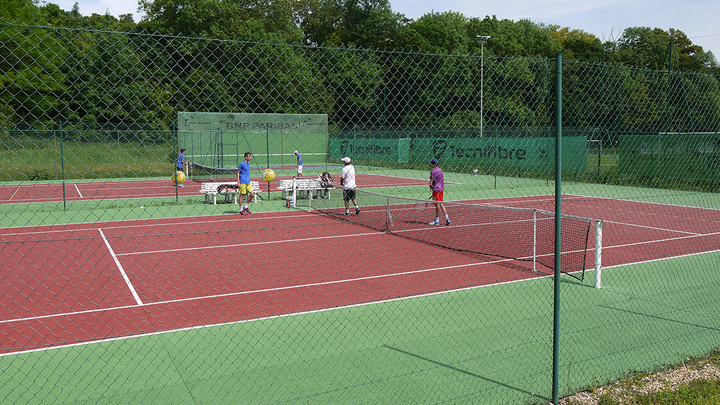 Courts de tennis extérieur au stade Claude-Bocard