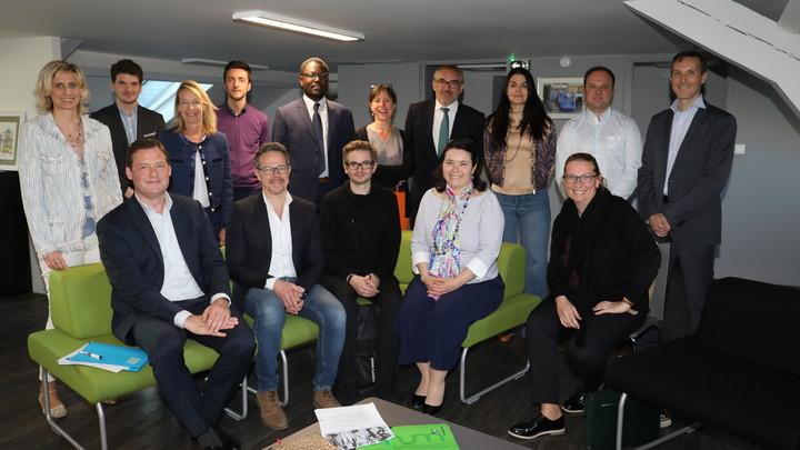 Le Num - Restitution 13 mai 2019 - Photo de groupe en présence des membres du Num, des élus et du Maire, Arnaud Péricard.