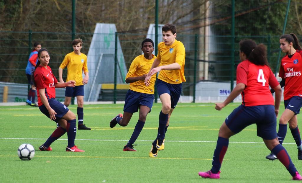 Terrain mixte de football et rugby synthétique baptisé Jean-Pierre-Dogliani