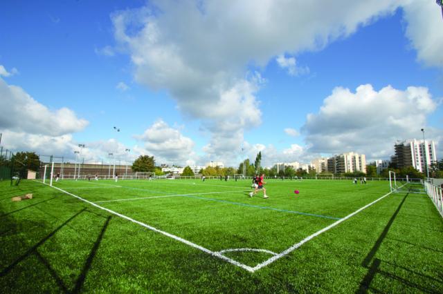 Stades ville de saint germain for Longueur terrain de tennis